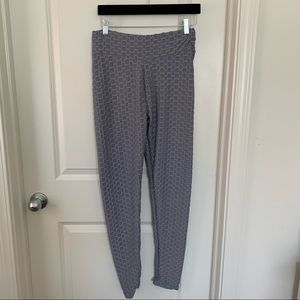 Waffle Lilac Leggings| size large | ruched butt